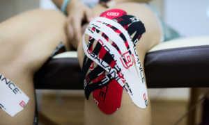Тейп на колено – характеристики, преимущества эластичной ленты, способы наложения
